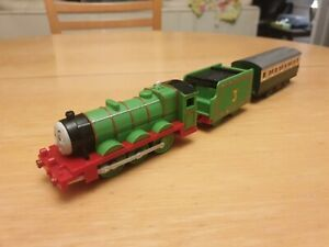 TOMY Tomica Trackmaster Henry with express carriage (Thomas and Friends)
