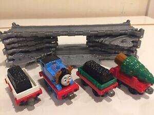 Take-n-Play Thomas & Friends Deer Thomas w/Cargo Trucks Christmas Tree & Tracks