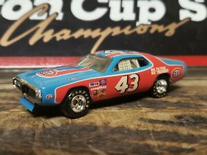 Richard Petty The King  #43 STP 1975 Dodge Charger 1/64 scale RCCA RCI Action