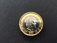 One pound 2016 coin extra metal flaw error beard on Queen mint bag marks A