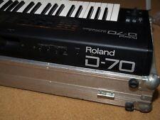 Roland D-70 Super LA Synthesizer inkl. passendem MGM Flightcase