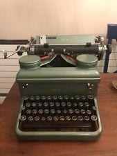 VERY RARE GREEN KMH ROYAL 1937 (GREEN KEYS) VINTAGE TYPEWRITER EX CON Working!