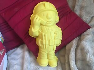 CHAPMAN 2006 YELLOW BOB THE BUILDER SILICONE CAKE MOULD FOR BIRTHDAYS PARTIES