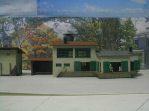 N scale lot 2 bldgs factory detailed,painted,