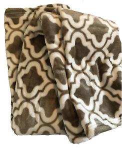 Brielle Home Quatrefoil Velvet Plush Fleece Thow Blanket Brown White Ultra Soft