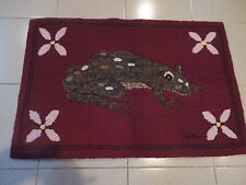 SUPERBE HAND MADE HOOKED CARPET 36'' X 24''