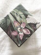 Aufbewahrung / Karton / Deko mit Blumenmuster