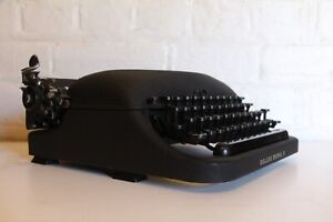 Antique Remington Rand - Portable Typewriter - Deluxe Model 5 - Working + Case