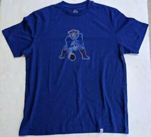 New England Patriots Majestic Mens T-Shirt  NEW Medium Old Logo