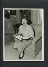 JANE WYMAN STUDIES HER SCRIPT - 1940s CANDID - PRESIDENT RONALD REAGAN 'S EX-WIF