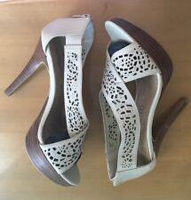 Sandales en cuir dentelle