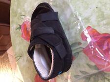 Chaussure à décharge pour hallux valgus
