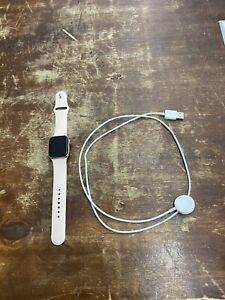 Apple Watch SE GPS, 40mm Gold Aluminum Case Pink Sport Band