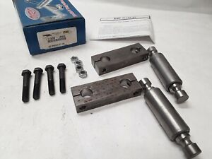330-165U URO Front Spring Shackle Kit 2002-04 INT IC Navistar/International