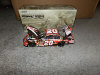 1/24 TONY STEWART #20 MILESTONES / 1999 ROOKIE OF THE YEAR 2005 ACTION NASCAR