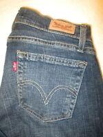 Levis 528 Curvy Boot Cut Stretch Womens Dark Blue Wash Jeans Size 10 M x 32 Mint