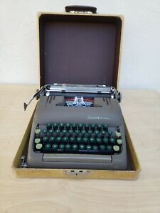 1951 Smith-Corona Silent Typewriter w/ Tweed Case - #5S358563 Green Keys!