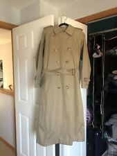 Burberry Women'sTrench Coat - Size Between 6 to 8. Awesome Condition!