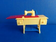 VINTAGE RENWAL MINIATURE SEWING MACHINE FOR DOLLHOUSE- MID CENTURY PLASTIC