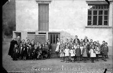Groupe enfants écoliers Vosges cantine scolaire négatif photo verre ancien 1943