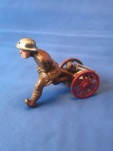 Vintage MANOIL M123 Soldier Running With Cannon in mint condition