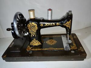 Late 1930's Jones Family CS  Hand Crank Sewing machine in wooden case