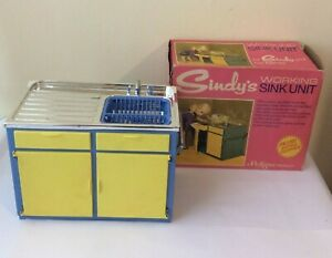 Sindy doll 1969 Scenesetter 12SA18 vintage Boxed Blue and Yellow Sink Unit