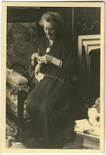PHOTO ANCIENNE - FEMME LOISIRS TRICOT - WOMAN KNITTING - Vintage Snapshot