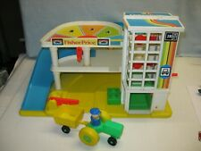 jouet ancien garage station service vintage LITTLE PEOPLE FISHER PRICE + tracteu