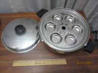 Royal Queen 5-ply Muilticore 5-quart Pot w/ 6 poached egg cups, USA made, EUC!