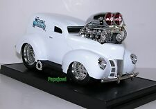 Muscle Machines 1940 Sedan Delivery White 40 Ford Limited Hot Rod 1:18 Scale