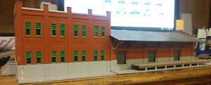 "RED, PLASTIC, ""BRICK"" WATER ST. FREIGHT TERMINAL BUILDING, ASSEMBLED *LOOK*NR*"