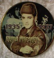 A ELVIS PRESLEY COMMEMORATIVE COIN GILT & ENAMEL 4 CM X .3 CM 1935 - 1977 SEE PI
