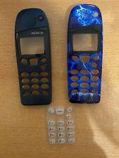Zwei Cover bzw. Oberschalen und eine Tastaturmatte für das Nokia 5110
