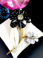 RETRO FUN AVON GOLD-TONE BLACK WHITE ENAMEL RHINESTONE POLKA DOT FLOWER BROOCH
