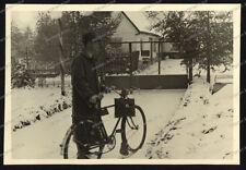 Foto-Stuttgart-Plieningen-Mann-Fahrrad-Gebäude-Architektur-1941-17