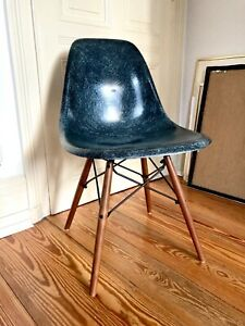 Eames Side Chair Fiberglas Schale Vitra Herman Miller Navyblue 70er
