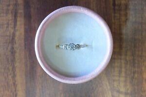 18CT Gold and Platinum Art deco Diamond trilogy Ring