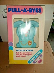 Vintage TOMY Peek-a-Boo Bunny Pull String Musical Baby Lullaby Crib Toy New.
