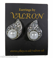 CRYSTAL AND PEARL STUD EARRING (b35)