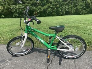 """Woom 3 16"""" Kids Pedal Bike Green Kickstand Chain Guard!"""