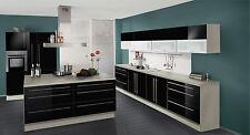 Impuls Küche in Hochglanz-schwarz mit Kochinsel
