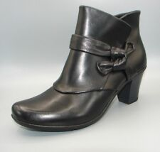Clark's Women's Black Leather Boots size UK 7.(narrow fit)