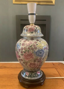 VINTAGE CHINESE ORIENTAL HAND PAINTED LAMP