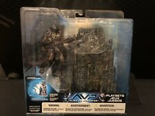 McFarlane Toys - AVP Alien vs. Predator - Predator with Base Action Figure Set
