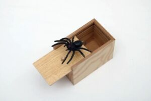 New Wooden Prank Spider Scare Box Hidden in Case Scarebox Gag Toy Trick Play
