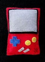 BROCHE ARTESANAL FIELTRO MODELO GAMEBOY ROJA / HAND MADE FELT BROOCH GAMEBOY