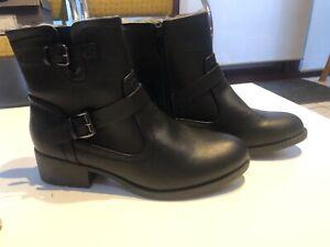 BNWT M&S black fur lined boots UK7