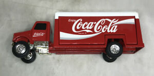 1/64 scale Coca-Cola Beverage Truck Opening Rear Doors Rubber Tires by ERTL