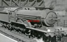 PHOTO  LNER B12/3 NO 61580 1947 AT LIVERPOOL STREET IN YARD